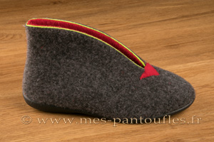 Chaussons montants Chaussons montants gris et rouges  semelle �lastom�re N� 447 à partir de 29.90 �